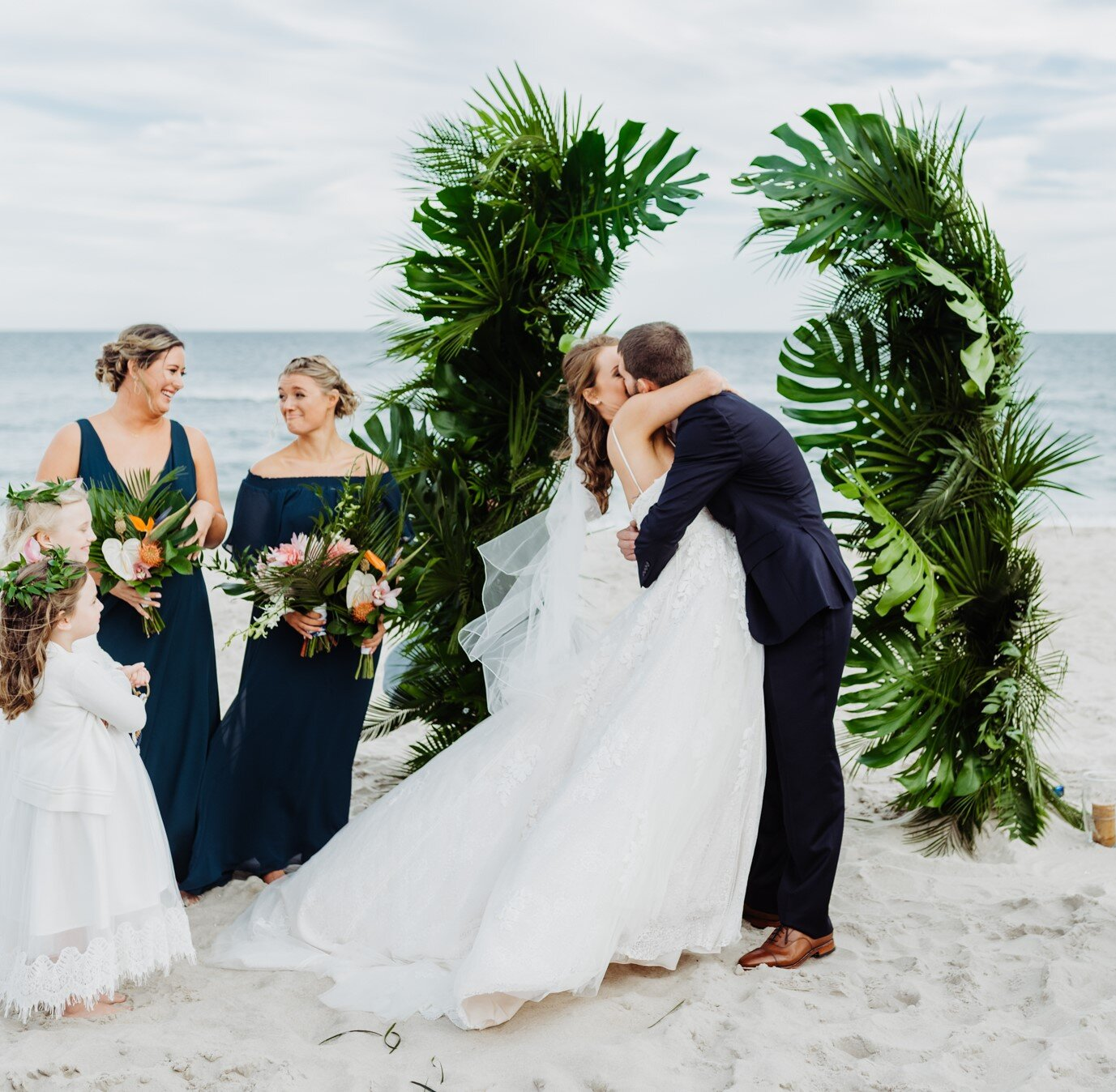 Beach+Wedding+Crim+Barefoot+Beach+Bride+(2)