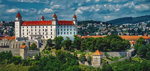 Pohľad na Bratislavu, hrad, zámok.jpg